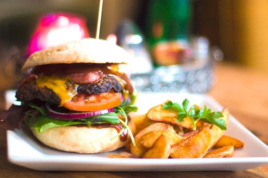 Una apetitosa hamburguesa