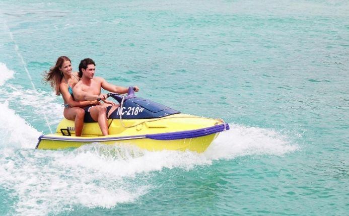 moto de agua pareja